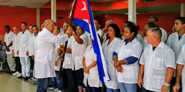 CN condecora a brigada médica cubana en el grado Cruz de Comendador
