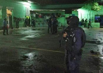 Los agentes decomisaron cinco armas de fuego en su mayoría pistolas calibre nueve milimetros y dos cargadores, utilizados para cometer la masacre.