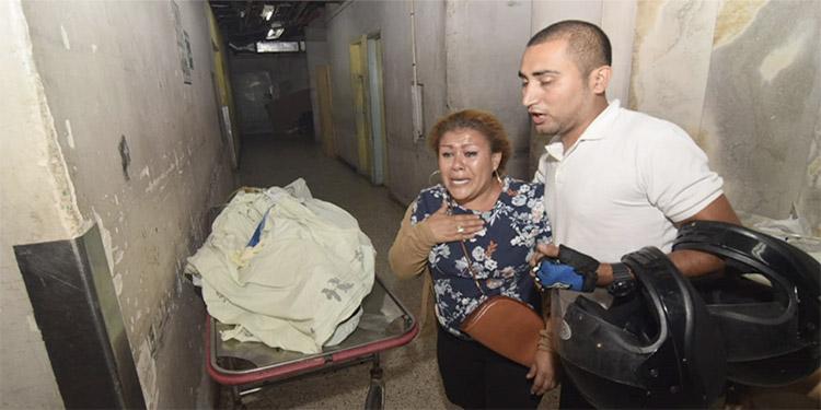 La madre de Harrison Arambú llora al conocer la infausta noticia de la muerte de su hijo.