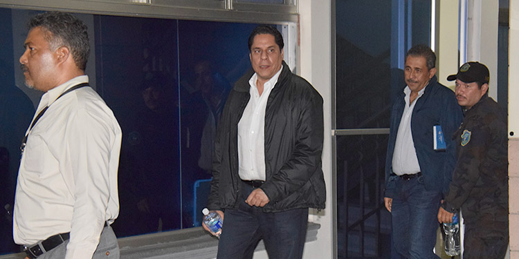 Los seis encausados en este caso, son acusados de fraude, a excepción de Miguel Pastor.