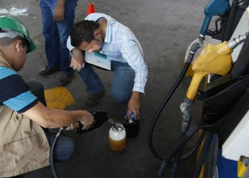 Autoridades inspeccionan cantidad y calidad de combustibles en las principales ciudades del país, en vísperas de Navidad y fin de año.