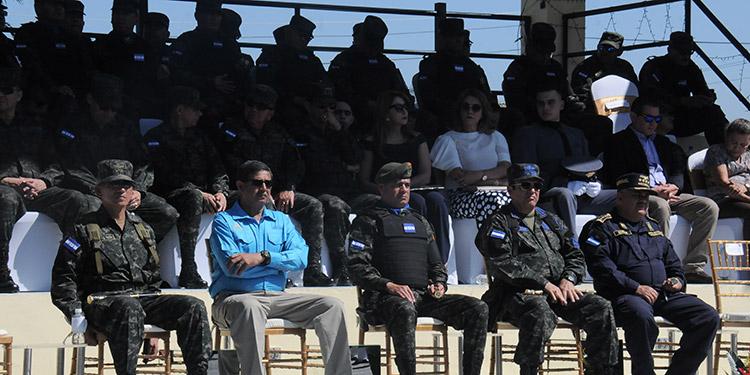 Los jerarcas militares hicieron el traspaso de mando en una concurrida ceremonia.