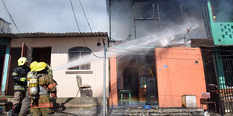 Supuestamente en esta vivienda comenzó el siniestro del barrio Bella Vista, propagándose las llamas a otras casas del sector.