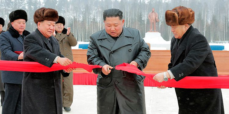Pyongyang llama a la