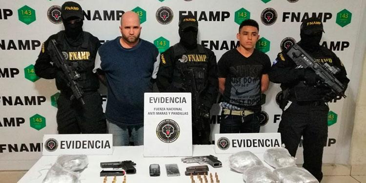 """En la comunidad de Zambrano, Francisco Morazán, los agentes antipandillas capturaron a estos denominados """"ranfleros"""" o transportistas de armas de la pandilla 18."""