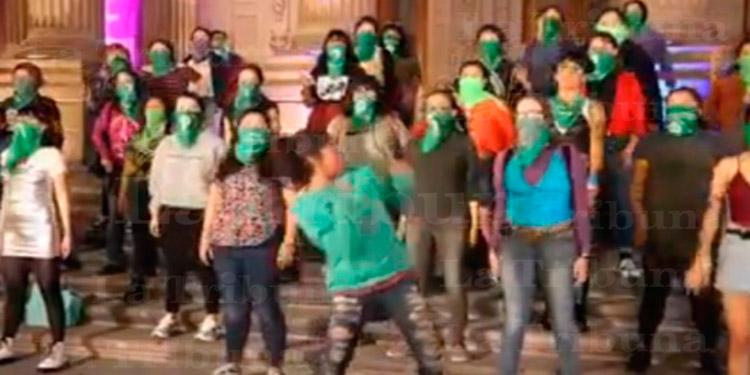 Joven Se Vuelve Viral Al Bailar Efusivamente El Himno Feminista