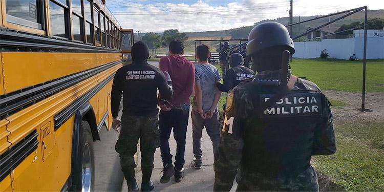 Un total de 42 peligrosos privados de libertad fueron trasladados la mañana de ayer desde distintas cárceles hacia el nuevo módulo de máxima seguridad, ubicado en el centro penitenciario de El Porvenir.