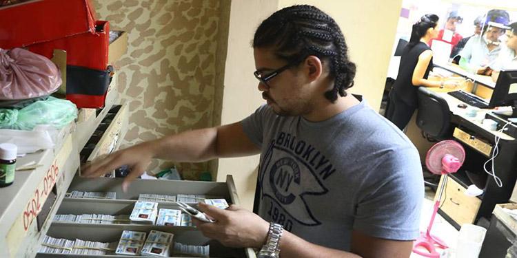 """""""El personal fue contratado a través de un proceso transparente"""", llevado a cabo por la Cámara de Comercio e Industrias de Tegucigalpa (CCIT)."""