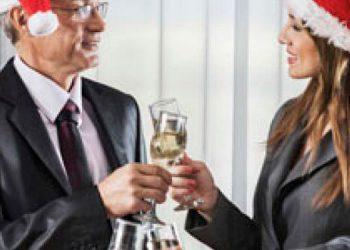 El jefe. Según expertos en conducta humana, en la celebración de la fiesta navideña del trabajo, brindar con el jefe, para muchas, puede resultar, desde intimidante hasta ser presa de los nervios.