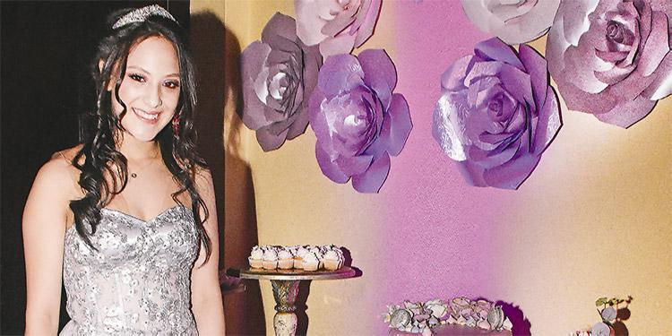 Grace Mena disfrutó la celebración de su cumpleaños número 15.