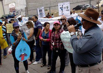 Miembros del Comité Pro Defensa de La Tigra y pobladores de  comunidades cercanas se manifestaron en contra de la construcción de un reservorio de agua.
