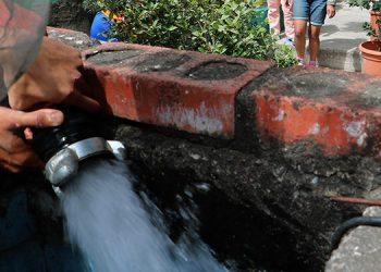 El plan de abastecimiento se inicia en una primera etapa, con la entrega de agua de forma gratuita, para uso doméstico y para consumo, en la capital,