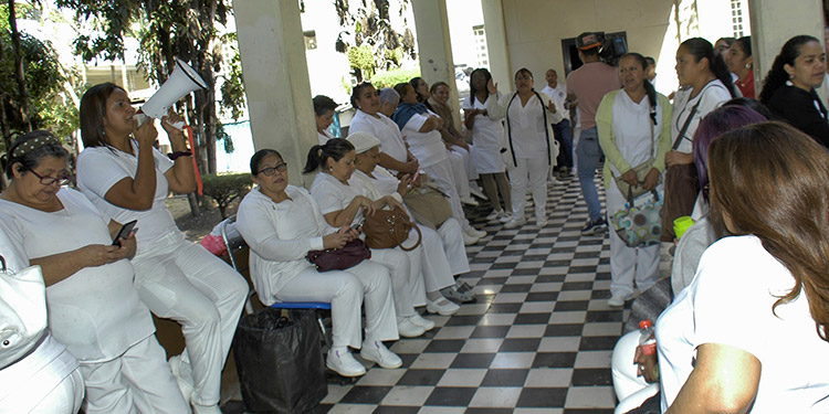 Enfermeras auxiliares aseguran se mantienen en asambleas  informativas hasta lograr un acuerdo favorable.