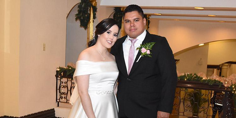 Daniela  y Juan Carlos eligieron como destino para su luna de miel la bella isla de Roatán.