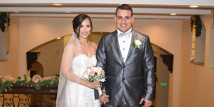 María Villatoro y Edilberto Sierra, celebraron su unión eclesiástica en el Hotel Clarion.