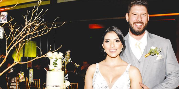 Ana Isabel y Leonardo David felices luego de ser declarados marido y mujer.