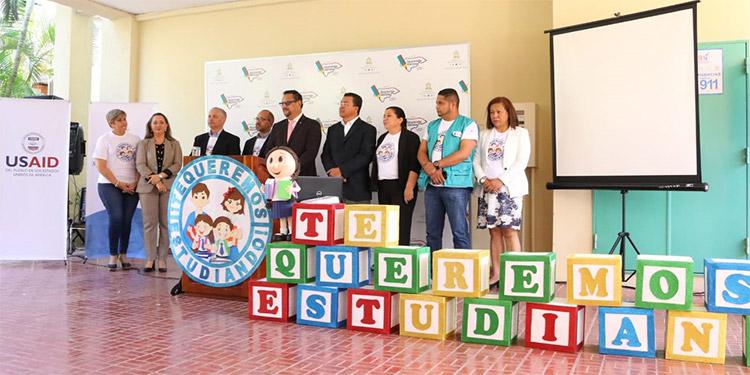 Las autoridades de Educación hicieron el lanzamiento de la campaña motivacional.