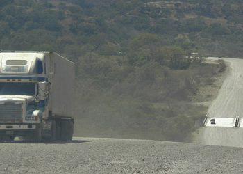 """El sistema vial del """"Canal Seco"""" del país dinamizará la economía de los departamentos de la zona sur y contribuirá la desarrollo nacional."""