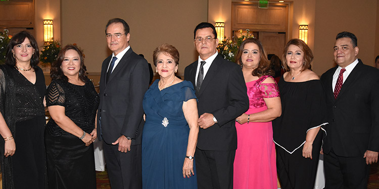 Sulay, Lesly, Manrique, la cumpleañera, Ulises, Telma, Maritza, Regino Vilorio.
