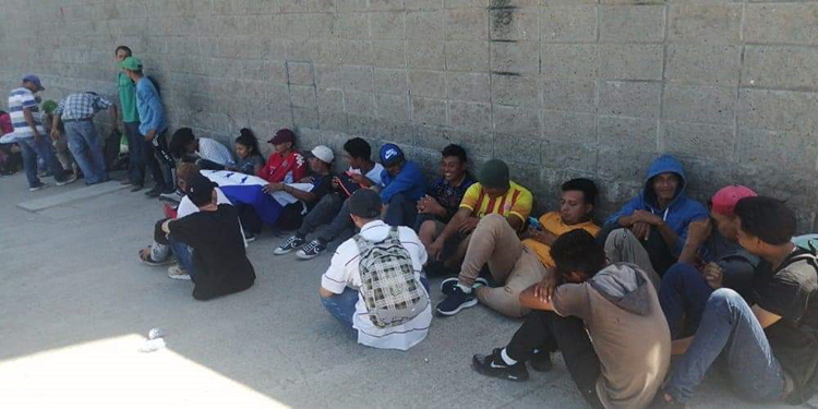 Nueva caravana cruza ilegalmente frontera guatemalteca rumbo a EE.UU
