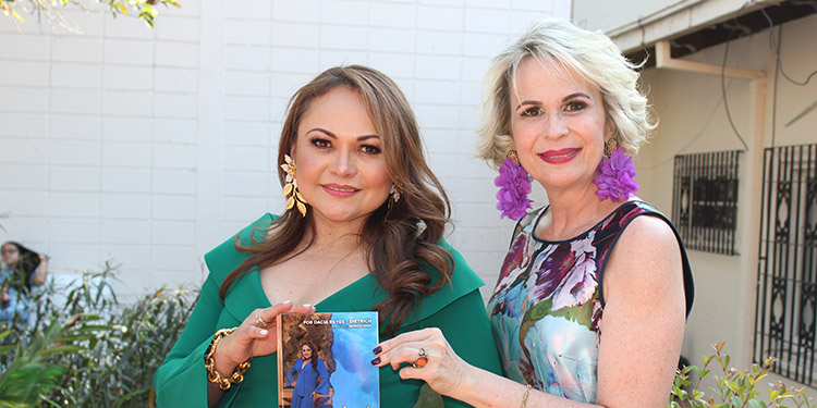 Dacia Reyes y Patricia Arias.
