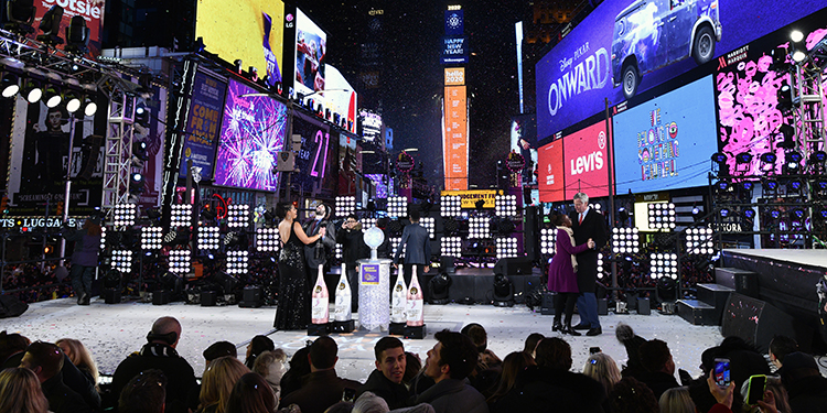NEW YORK, NEW YORK - DECEMBER 31: New York City Mayor Bill de Blasio, and First Lady Chirlane McCray during Dick Clark's New Year's Rockin' Eve With Ryan Seacrest 2020 on December 31, 2019 in New York City.   Eugene Gologursky/Getty Images for Dick Clark Productions /AFP