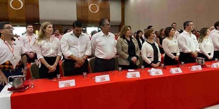 Familiares y amigos, incluyendo miembros del Partido Liberal, participaron en el homenaje a la memoria de don Jaime Rosenthal Oliva.