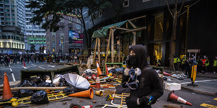 Protesters build barricades during a pro-democracy march in Hong Kong on January 1, 2020. - Tens of thousands of protesters marched in Hong Kong during a massive pro-democracy rally on New Year's Day, looking to carry the momentum of their movement into 2020. (Photo by ISAAC LAWRENCE / AFP)