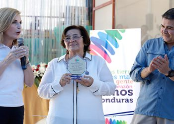 La propietaria de Finca El Carmen, doña Carmen Aguilar, explicó que los tamales llevarán el sello Marca Honduras.