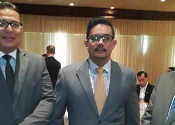 El comisionado Franco junto a Omar Rivera del sociedad civil y Juan Ferrera del sector privado.