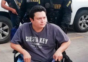 Desde una silla de ruedas, según la FNAMP, el sujeto giraba instrucciones a su escuadrón de cómplices.