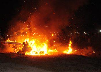 Los monigotes quedaron en llamas y luego reducidos a cenizas.