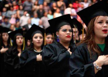 Las estadísticas nos han demostrado que no solo las mujeres son quienes más estudian y concluyen una profesión, sino que también en los puestos de trabajo son preponderantes, eficientes y eficaces.