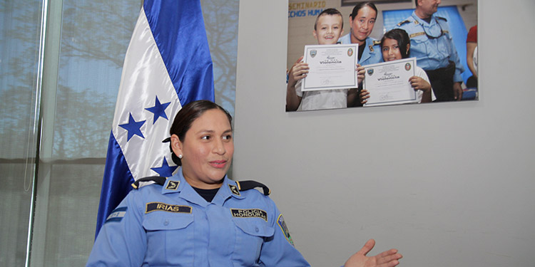 Mujeres Tesoro Invaluable En La Renovacion Policial De Honduras Video Diario La Tribuna Clown personalizado para entregas sorpresa por el dia de la madre. policial de honduras