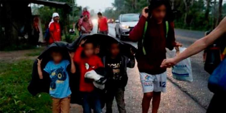 Con mochilas al hombro, 63 menores fueron rescatados y puestos a disposición de Dinaf cuando pretendían salir del país en la caravana de migrantes.