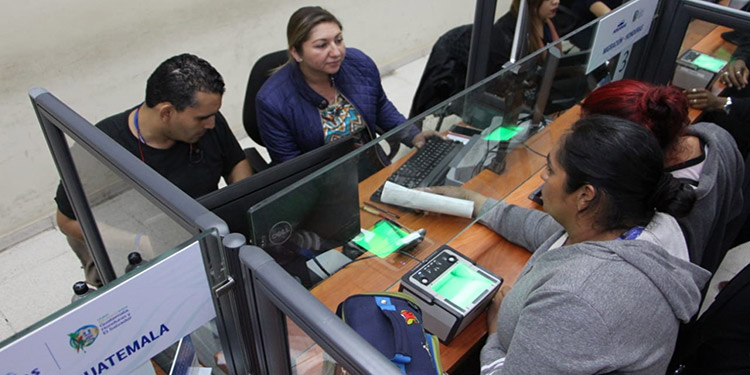 El fin de semana pasado se hicieron movimientos de entrada y salida de 3,676 personas, en su mayoría fieles católicos, rumbo a Guatemala.