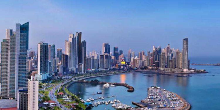 Panamá reactiva actividades pese a temor a rebrote de COVID
