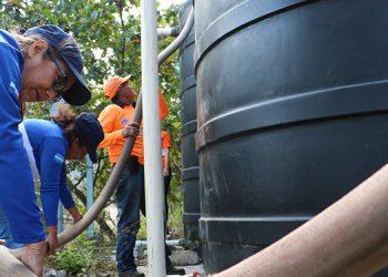 'Pipas' con agua gratis llegan a más barrios y colonias de la capital