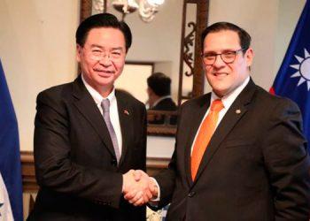 El canciller de Honduras, Lisandro Rosales Banegas; y su homólogo de la República China-Taiwán, Joseph Wu.