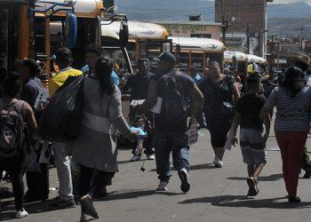 Aunque los buses no partieron completamente llenos de las terminales, en el trayecto de las carreteras se saturaban.