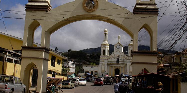 Otros 180 o 200 locales serán colocados en la plaza de la aldea y alrededores de la ermita, que los otorga el patronato.