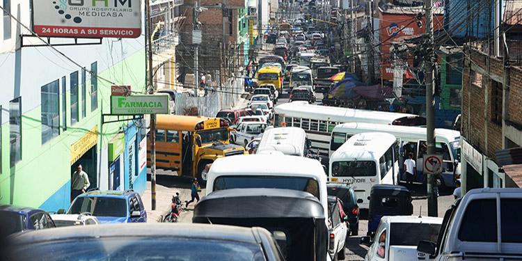 Las principales avenidas del centro histórico de Tegucigalpa y Comayagüela forman parte de los puntos con mayor conflicto vial.