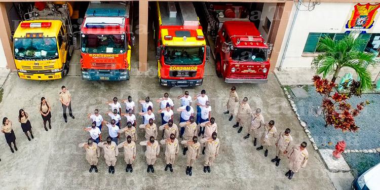 Cuerpo de Bomberos conmemoran su 65 aniversario, recordando a sus héroes caídos