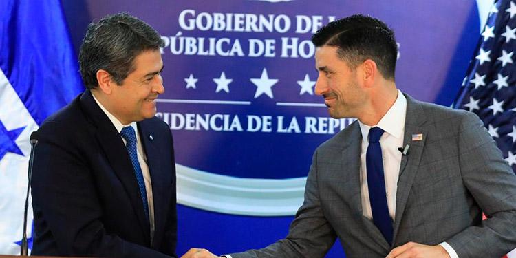 El Presidente Juan Orlando Hernández y el secretario de EE. UU.