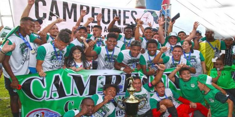 Los actuales campeones del Atlético Pinares.