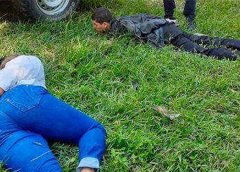 La pareja fue capturada cuando huían y pretendieron esconderse en una arboleda cercana al sitio donde perpetraron el ataque.