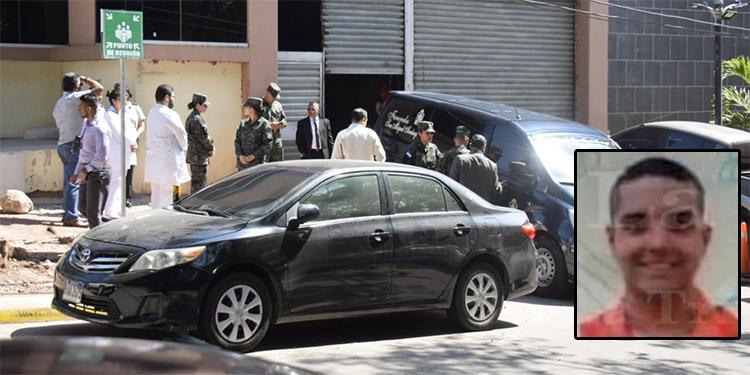El cadáver del subteniente de las Fuerzas Armadas, José Luis Lagos Hernández (foto inserta), fue retirado de la morgue por sus familiares.