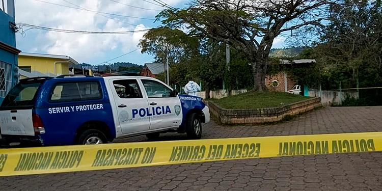 "En este céntrico sector del pintoresco municipio, los motociclistas balearon a tres personas que se transportaban en una ""mototaxi""."