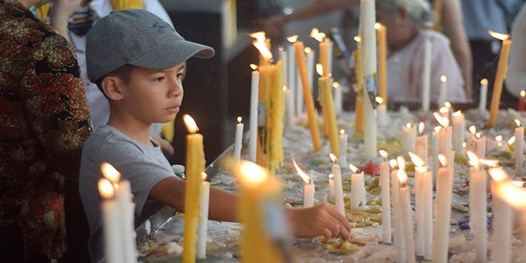 Niños de diferentes edades vivieron con devoción y respeto, el Día de la Virgen de Suyapa.