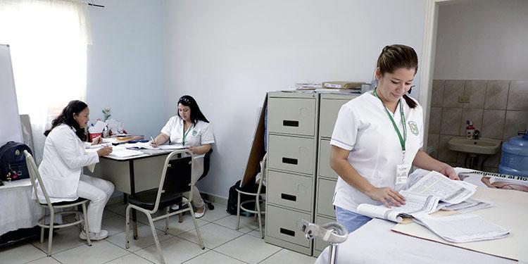 Unas 100 enfermeras permanecen aisladas por sospecha de COVID-19 en Honduras
